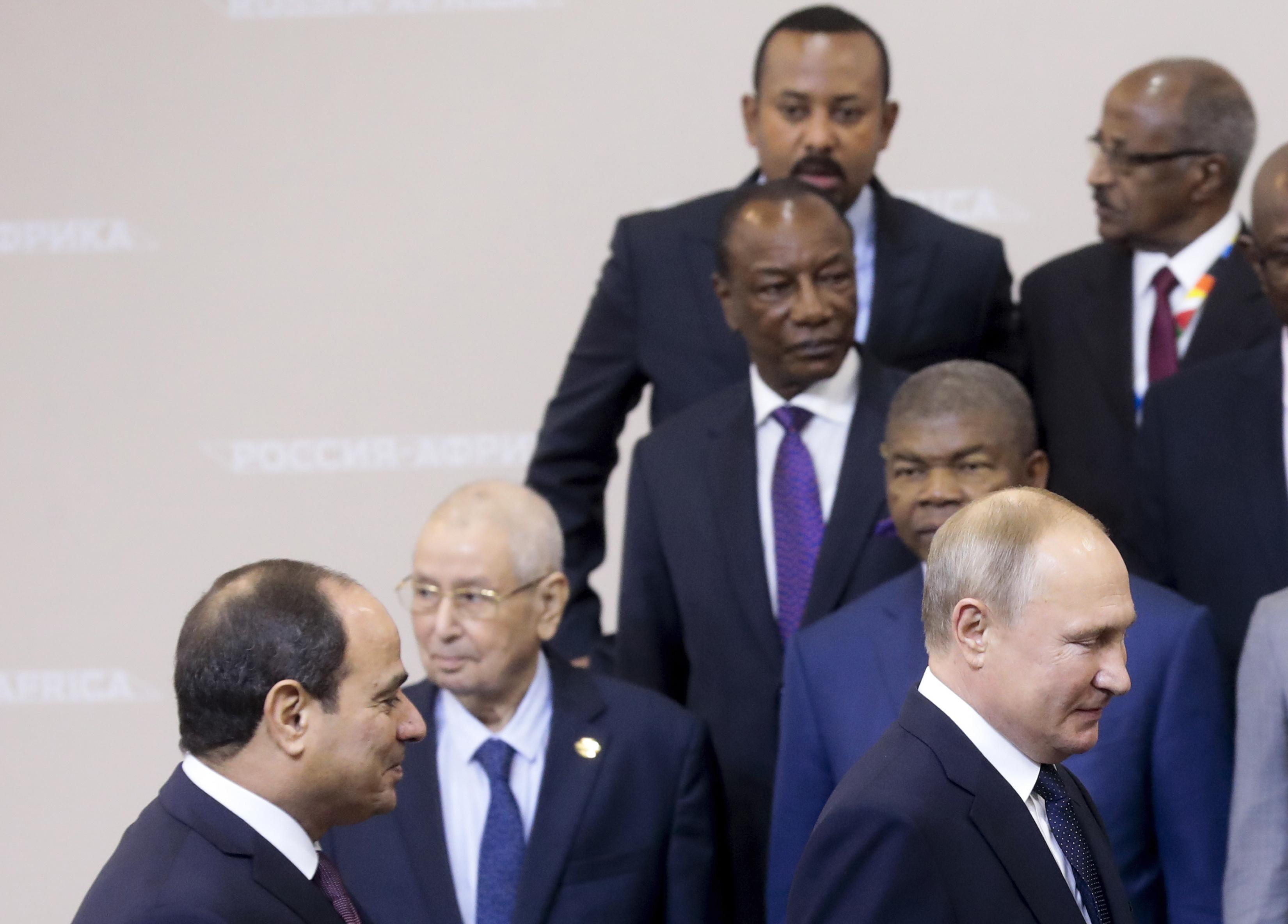 Plusieurs dirigeants africains et Vladimir Poutine, lors du sommet Russie-Afrique à Sotchi, le 24 octobre 2019.