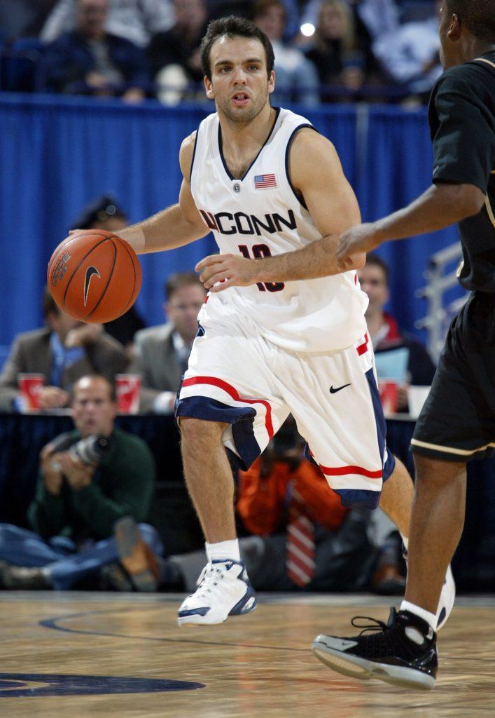 En 2005, avec le club du Connecticut Uconn, contre Bryant, à Storrs (États-Unis).