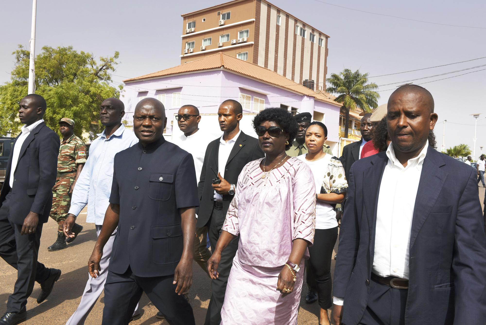 Exclu du PAIGC, l'ancien maire de Bissau (au centre) brigue sa propre succession en tant que candidat indépendant.