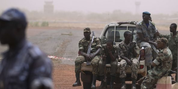 Des soldats à l'aéroport de Bamako. Photo d'illustration.