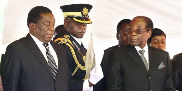 Emmerson Mnangagwa et Robert Mugabe, le 1ernovembre 2017. Moins d'une semaine plus tard, le vice-président sera limogé.