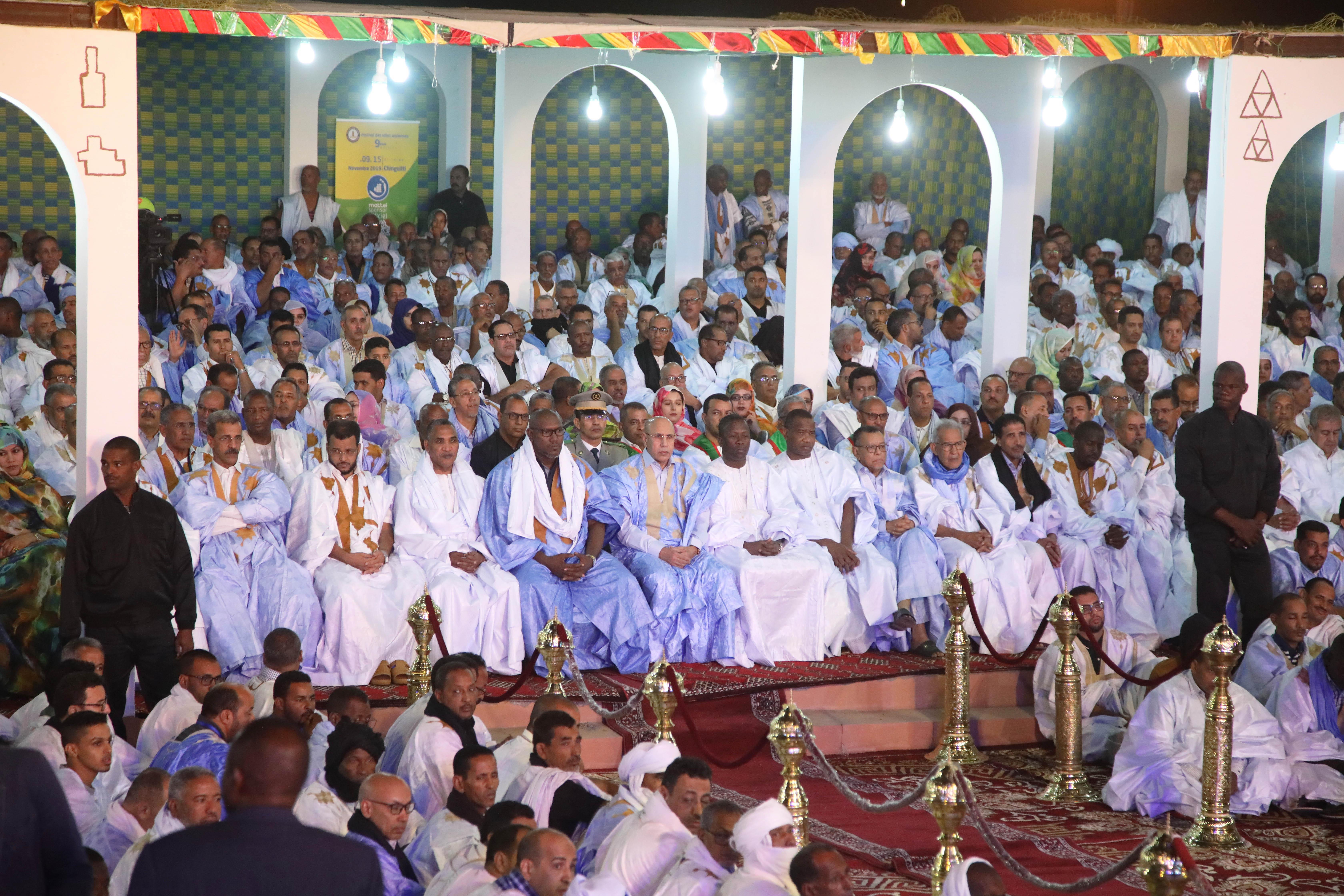 Mohamed Ould Ghazouani (au centre) lors du Festival des villes anciennes, à Chinguetti, le 10 novembre.