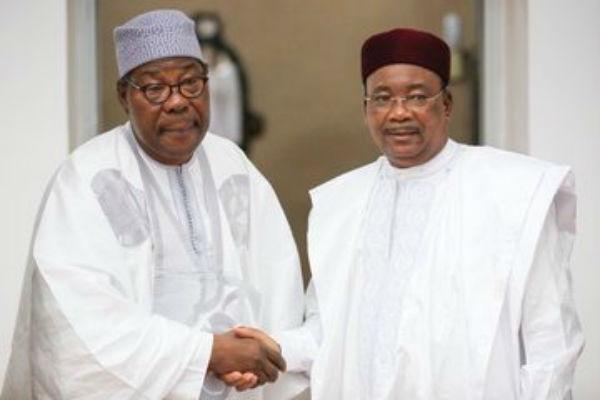L'ancien président béninois Thomas Boni Yayi et Mahamadou Issoufou, le 20 novembre 2019 à Niamey.