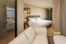 L'hôtel et ses luxueuses chambres s'élèvent au cœur de Casablanca,à proximité de l'ancienne médina et du quartier des affaires,sur le boulevard Mohammed V.