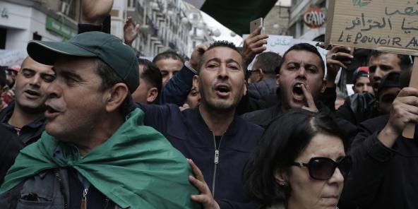 Des manifestants à Alger, le 15 novembre 2019.