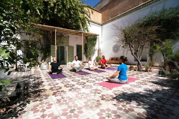 Séance de yoga au Dar Anis.
