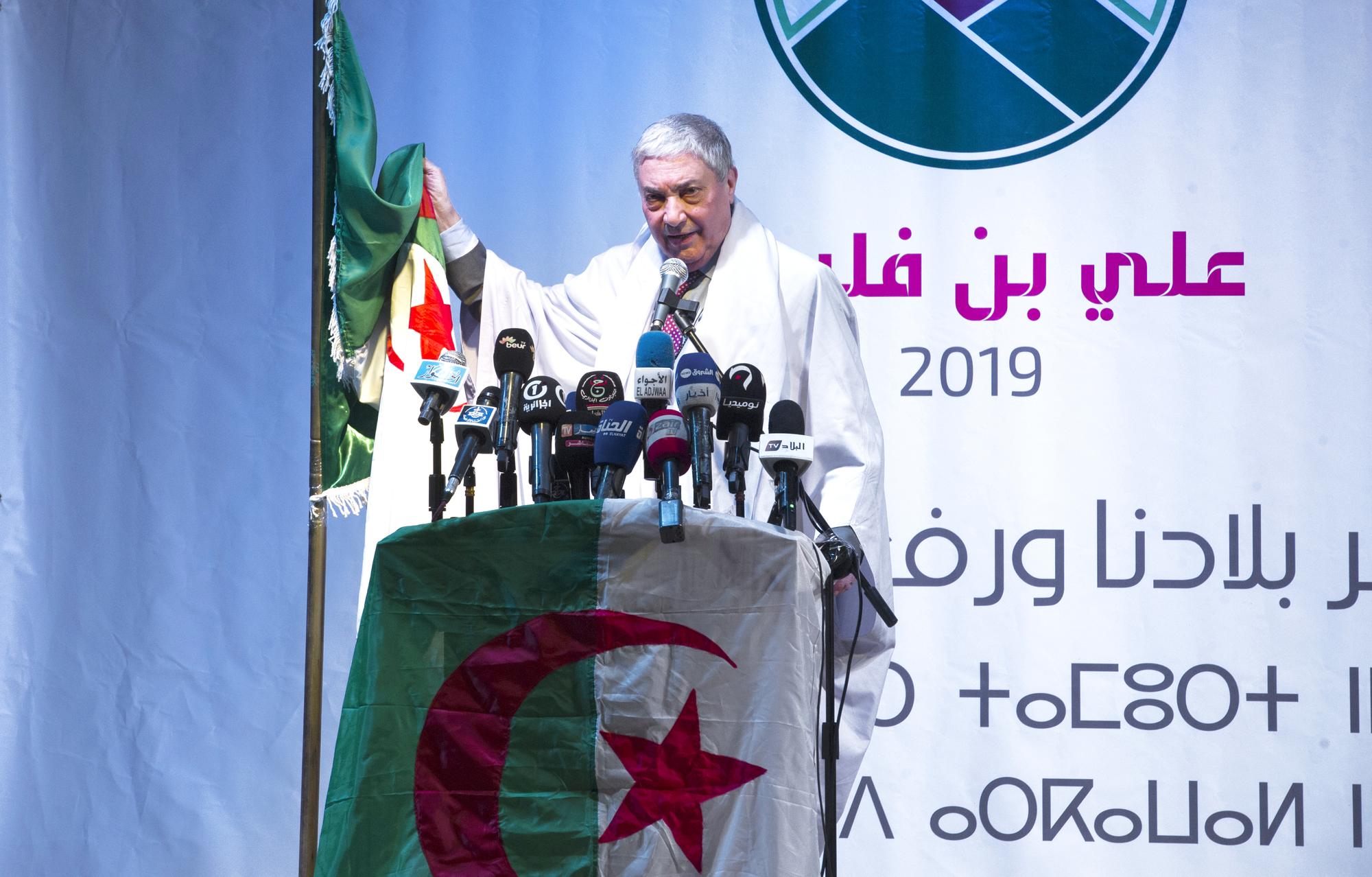 Le candidat Benflis a programmé trente-six meetings,à raison de deux par jour.