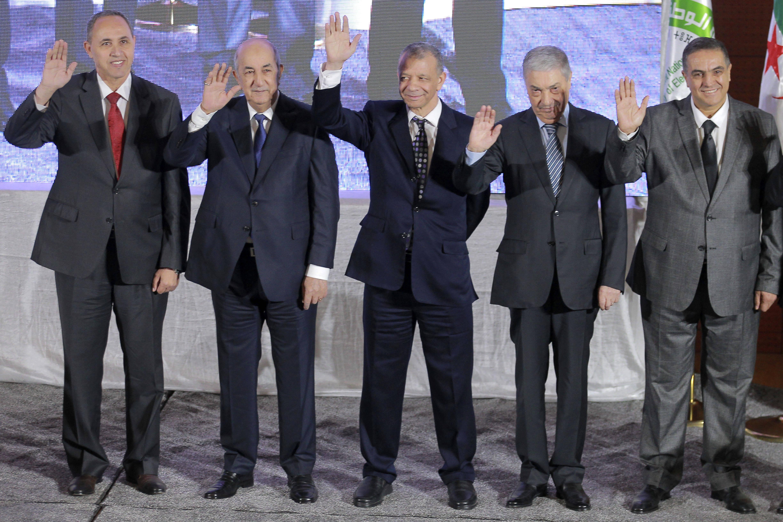 Les cinq candidats à l'élection présidentielle algérienne (de gauche à droite, Azzedine Mihoubi, Abdelmadjid Tebboune, Abdelkader Bengrina, Ali Benflis et Abdelaziz Belaïd), en octobre 2019 à Alger.