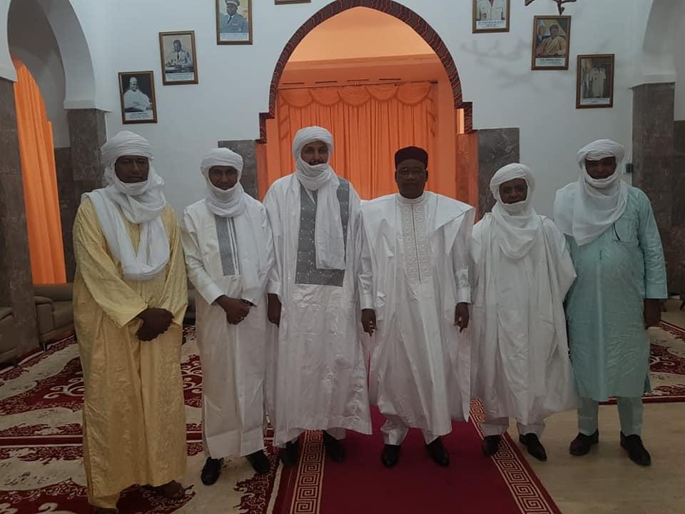 Le président nigérien Mahamadou Issoufou a reçu une délégation venant de Kidal, comprenant des membres du HCUA, le 24 novembre 2019.