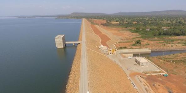 Vue aérienne du barrage de Samendéni, inauguré le 30 novembre par le président burkinabé Roch Kaboré.