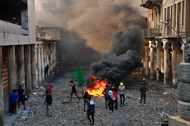 Des manifestants protestent contre le gouvernement à Bagdad, le 28 novembre 2019.