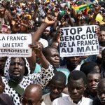 Manifestation antifrançaise organiséeà Bamako, le 5avril, par le Haut Conseil islamique du Mali de l'imam Dicko. Depuis, le même type de protestations s'est répété régulièrement.