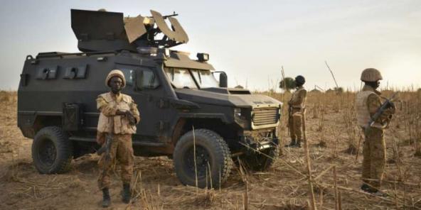 Des soldats de l'armée burkinabè en patrouille dans la région de Soum, le 10 novembre 2019.