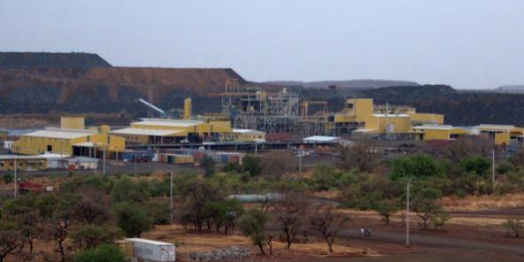 Vue sur les installations de la mine de Boungou.