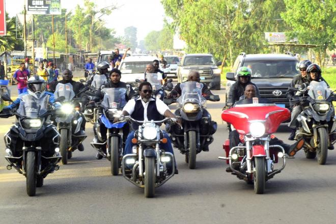 RDC : Joseph Kabila se met en scène sur une moto de grosse cylindrée