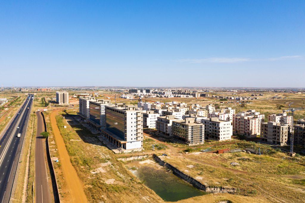 Bureaux, appartements, voirie& Les premiers quartiers prennent forme.