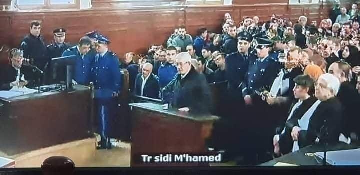 Capture d'écran du procès Ouyahia retransmis en direct à la télévision.