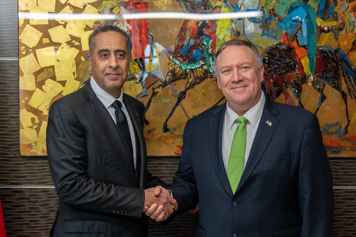 Le secrétaire d'Etat américain Mike Pompeo (à droite) rendant visite au directeur de la DGSN et de la DGST marocaines Abdellatif Hammouchi, jeudi 5 décembre 2019 à Témara.