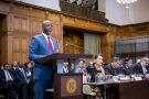 Le ministre de la justice gambien Abubacarr Tambadou à La Haye, devant la Cour internationale de justice, en décembre 2019.