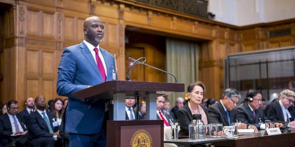 Gambian Justizminister Abubacarr Tambadou zu Den Haag, virum International Geriichtshaff, am Dezember 2019.