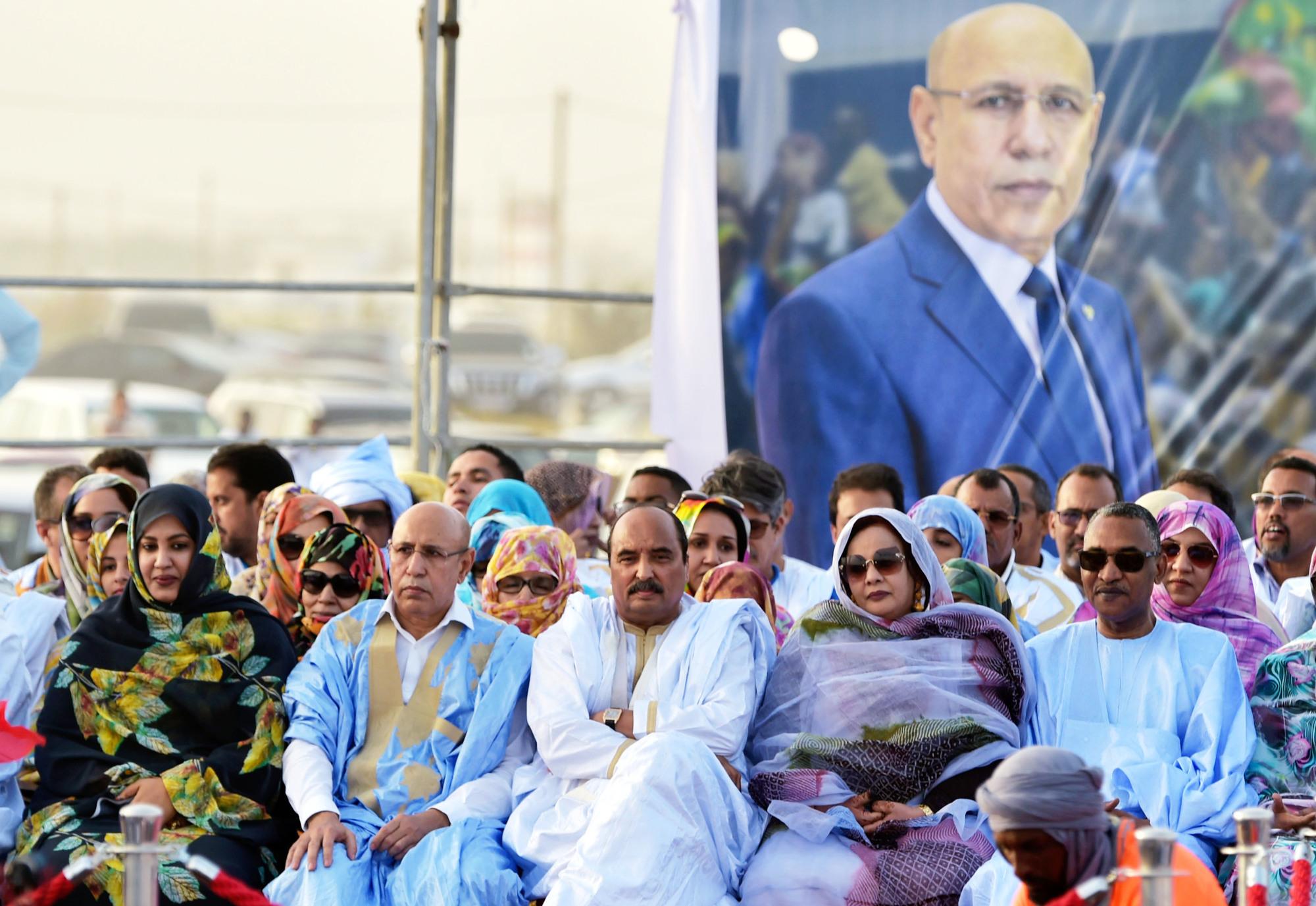 Le chef de l'État (à g.) aux côtés de Mohamed Ould Abdelaziz, lors d'un meeting de campagne, le 20juin, à Nouakchott.