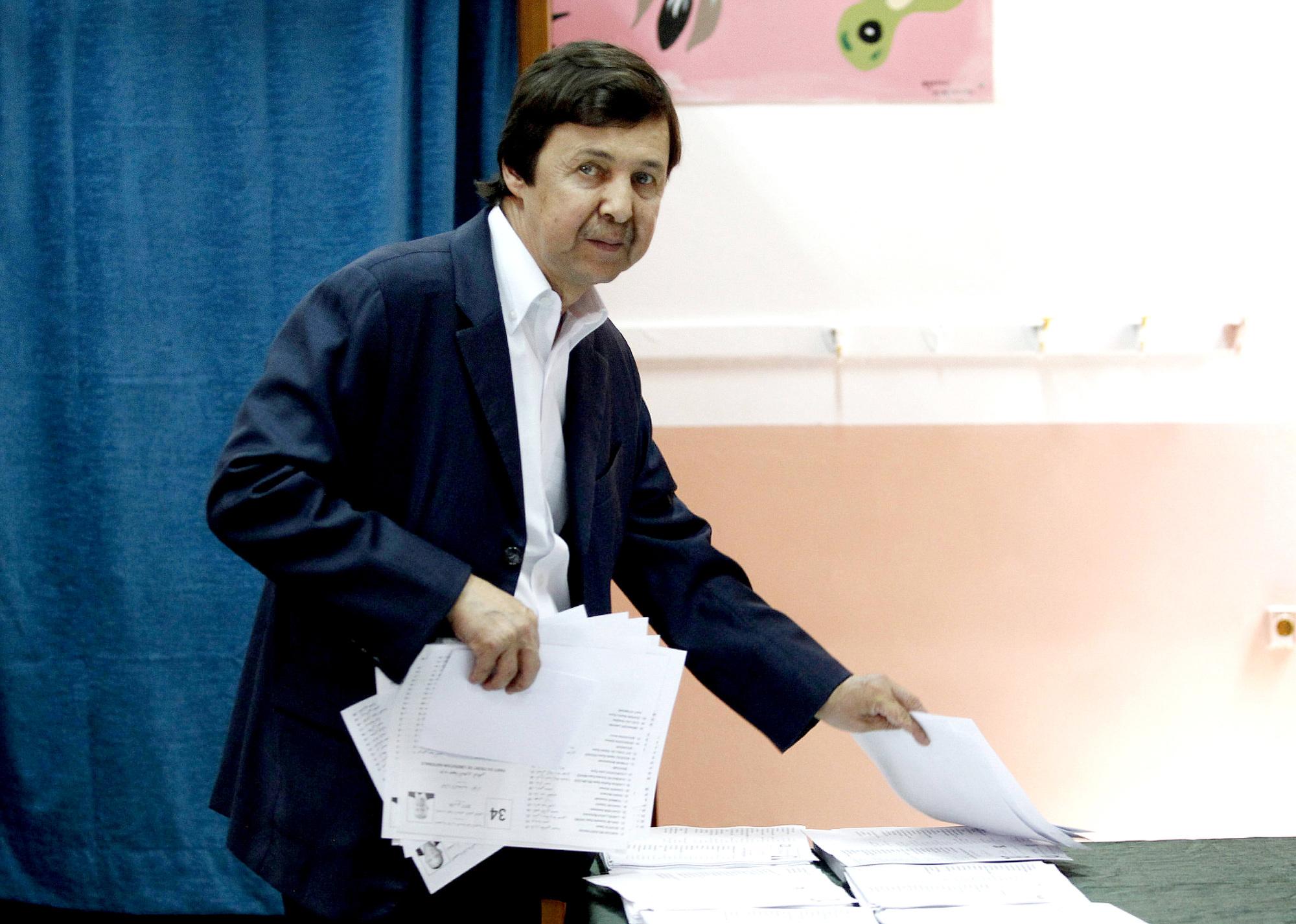 Saïd Bouteflika, le frère et conseiller de l'ex-président algérien Abdelaziz Bouteflika, en mai 2017 dans un bureau de vote.