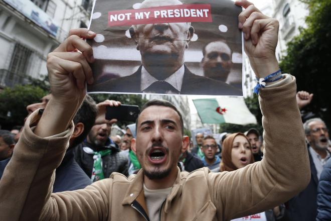 """Élection d'Abdelmadjid Tebboune en Algérie : """"Le commandement militaire nie la désaffection populaire"""""""