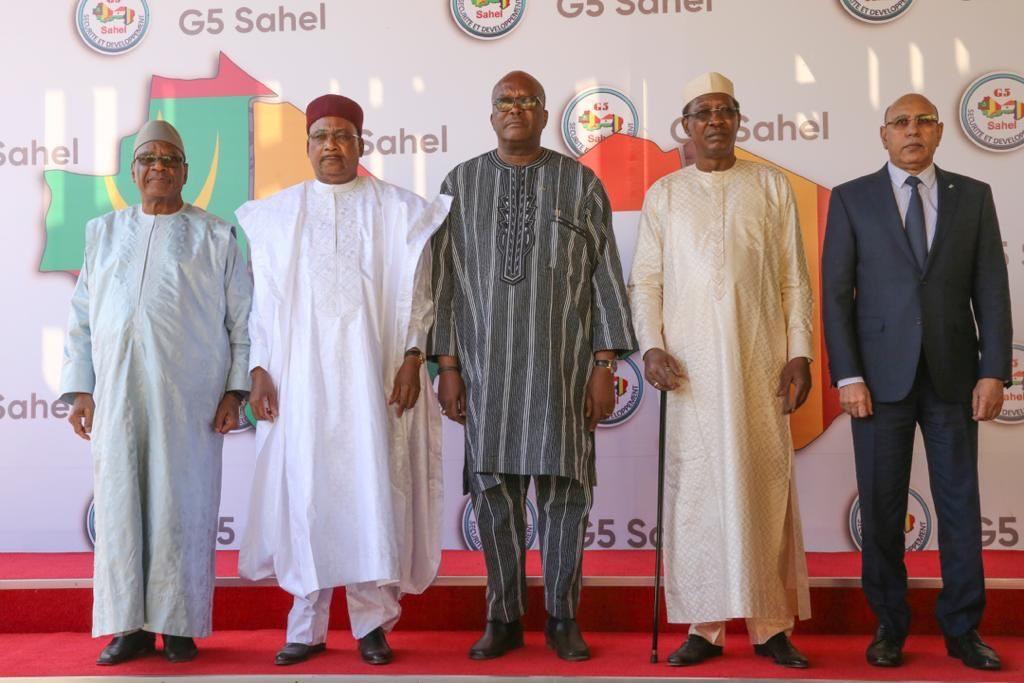 Ibrahim Boubacar Keïta, Mahamadou Issoufou, Roch Marc Christian Kaboré, Idriss Déby Itno et Mohamed Ould Ghazouani, lors du sommet du G5 Sahel à Niamey, le 15 décembre 2019.