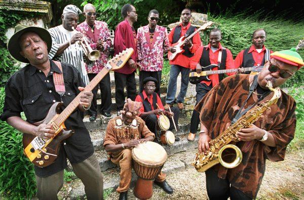 Les Guinéens du Bembeya Jazz à Angoulême, en France, en 2003