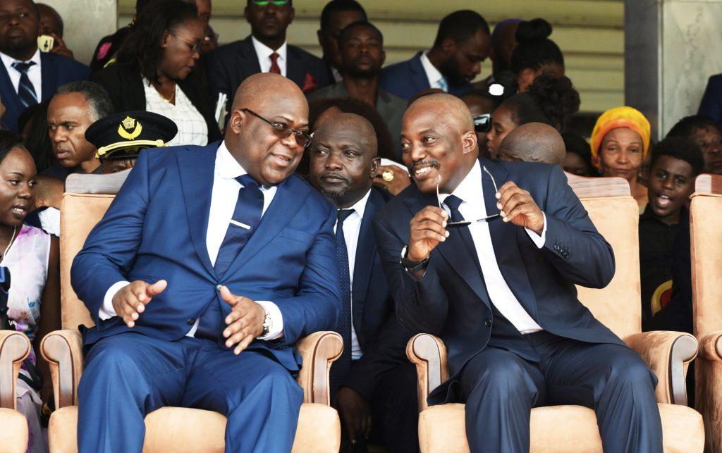 Lors de son investiture, aux côtés de son prédécesseur, Joseph Kabila, le 24janvier.