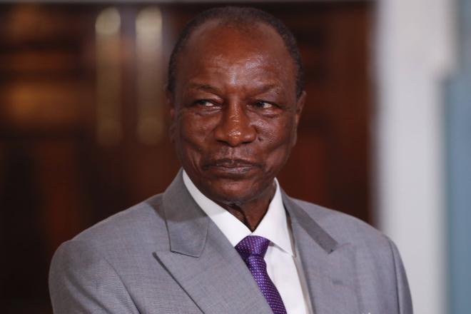 """Guinée : Alpha Condé """"passe un savon"""" au Camerounais Christopher Fomunyoh"""