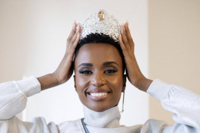 Entre féminisme et beauté noire assumée, dix choses à savoir sur la Sud-Africaine Zozibini Tunzi, élue Miss Univers 2019