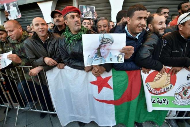 Algérie : la cérémonie de funérailles du général Gaïd Salah a débuté à Alger