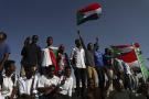 Des Soudanais célébrant le premier anniversaire de la contestation à Khartoum.