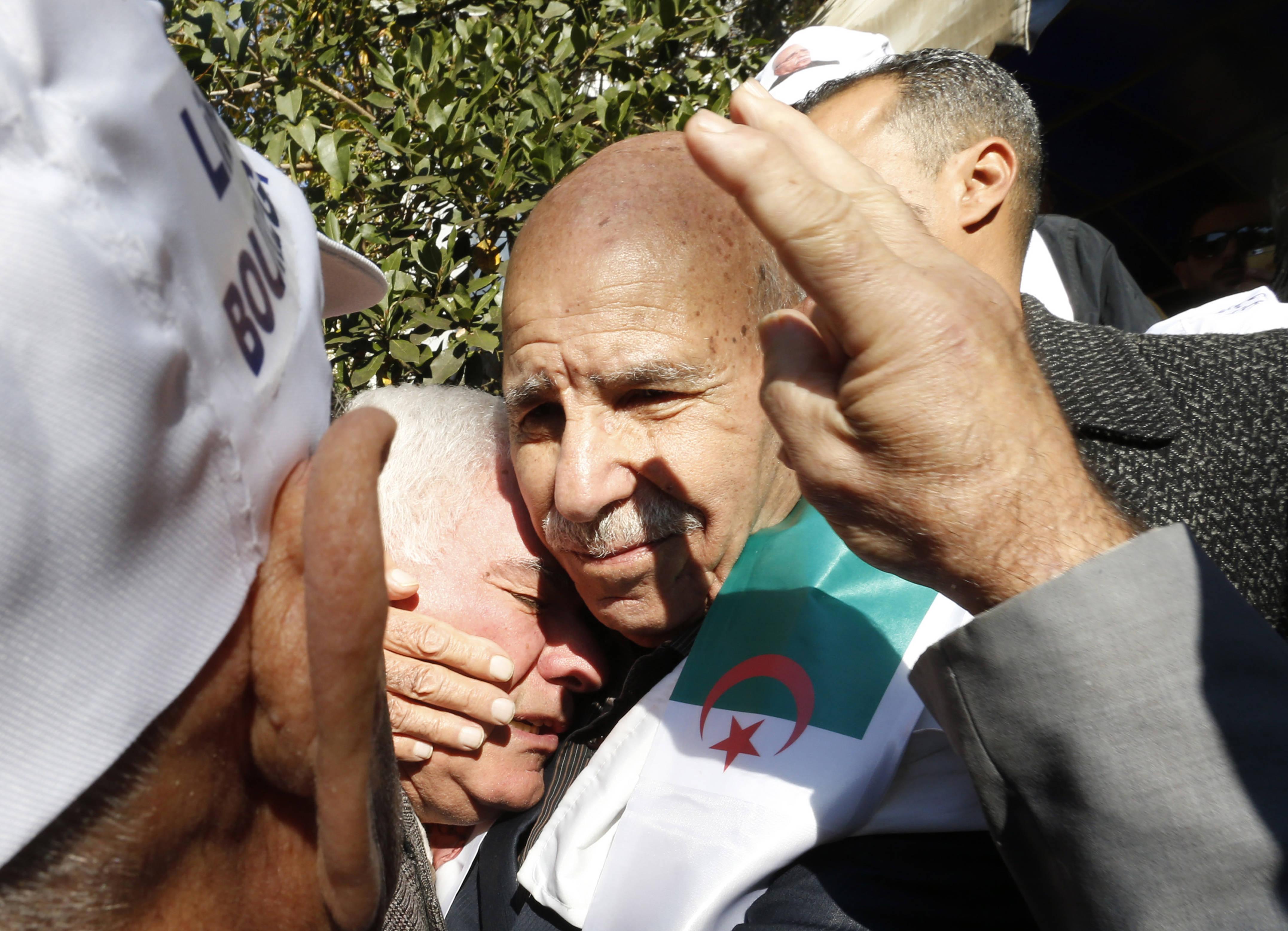 Lakhdar Bouregaâ lors de sa sortie de prison, à Alger, le 2 janvier 2020.
