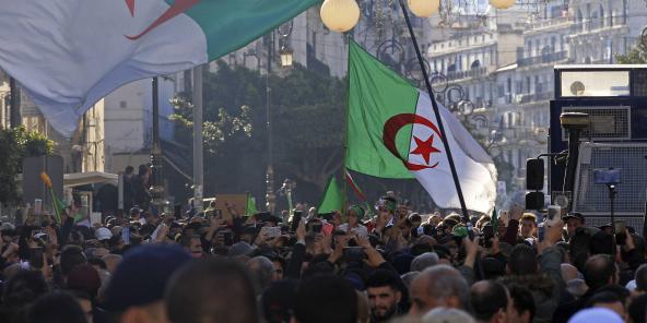 Des Algériens manifestent contre le gouvernement à Alger, le 3 janvier 2020.