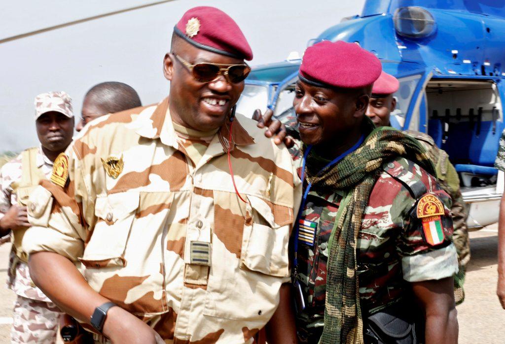 Wattao et Cherif Ousmane, à l'aéroport de Bouaké, le 13 janvier 2017.