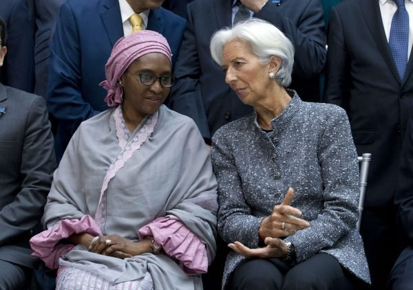 La ministre des Finances nigériane, Zainab Ahmed, le 13 avril à Washington, avec Christine Lagarde, alors directrice du FMI.