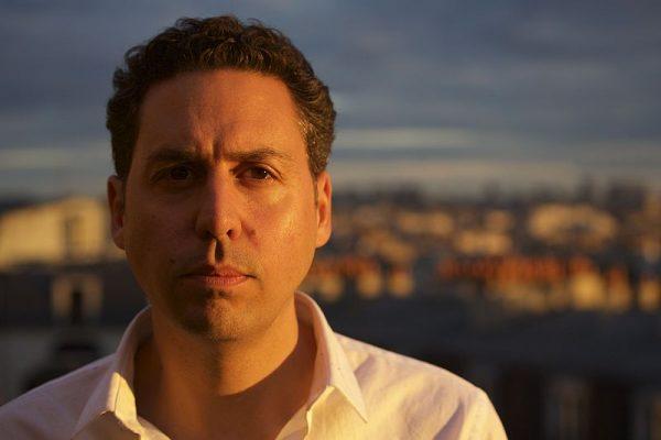 Avec son nouveau roman, l'écrivain Karim Amellal décrit le réveil de la jeunesse algérienne « sous la banquise politique ».