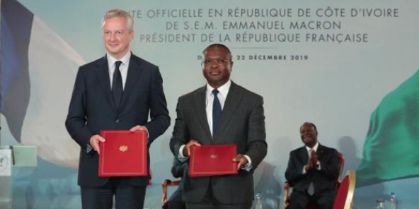 Bruno Le Maire, ministre français de l'Économie, et Romuald Wadagni, ministre béninois de l'Économie et des Finances, le 22 décembre à Abidjan.