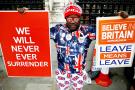 Un partisan du Brexit devant le Parlement, à Londres, en octobre.