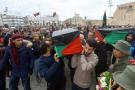 Obsèques des victimes d'un bombardement de l'aviation de Haftar contre une école militaire, le 5 janvier, à Tripoli.