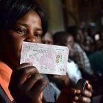 La start-up Grassroots Economics a mis en service le Bangla-Pesa, une monnaie virtuelle pour échanger biens et services.