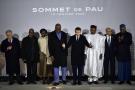 Le président Emmanuel Macron, au centre, pose avec les chefs d'État africains du G5 après le sommet du G5 Sahel à Pau, le 13 janvier 2020.