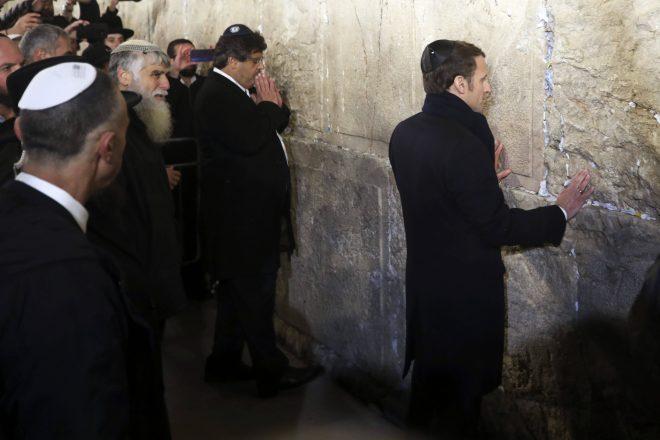 France : les propos d'Emmanuel Macron sur la guerre d'Algérie et la Shoah suscitent un tollé à droite