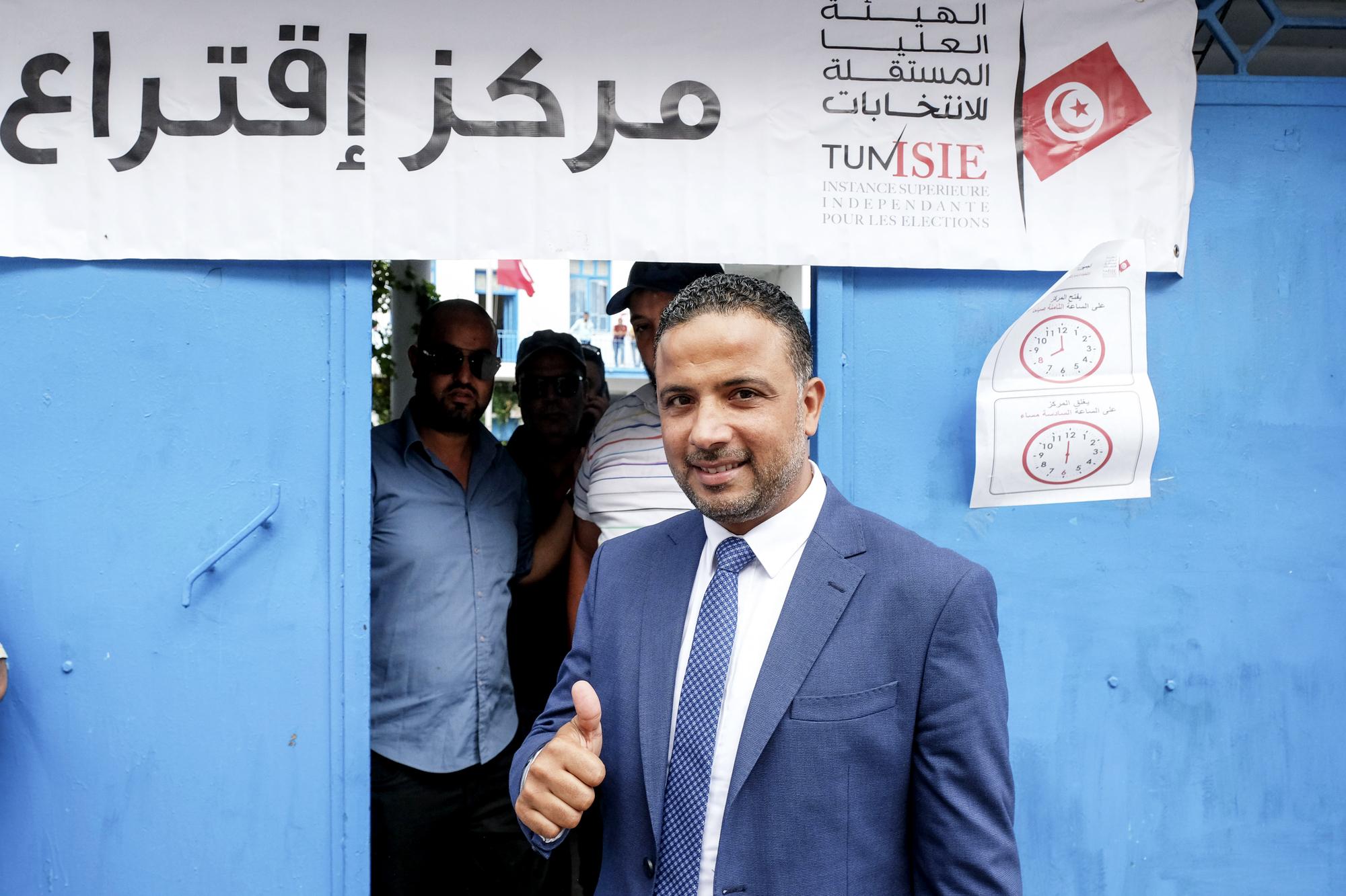 06 octobre 2019 : en ce jour de scrutin des élections législatives en Tunisie, Sefeddine Makhlouf, candidat à la présidentielle éliminé et président du parti Al Karama, tête de liste aux législatives de Tunis, est venu voter à son bureau de Tunis. Il est une des surprises du scrutin.