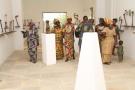 Visiteurs du Petit musée de la Récade, à Abomey-Calavi (Bénin).