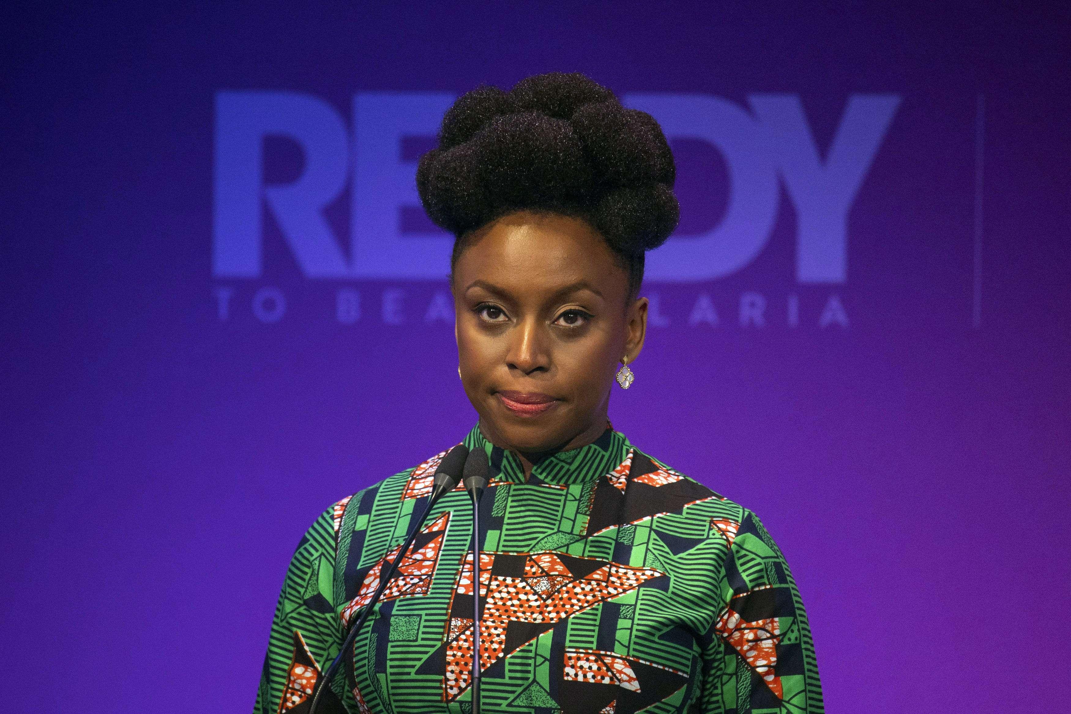 L'écrivaine nigériane Chimamanda Ngozi Adichie assiste au Sommet sur le paludisme, le 18 avril 2018.