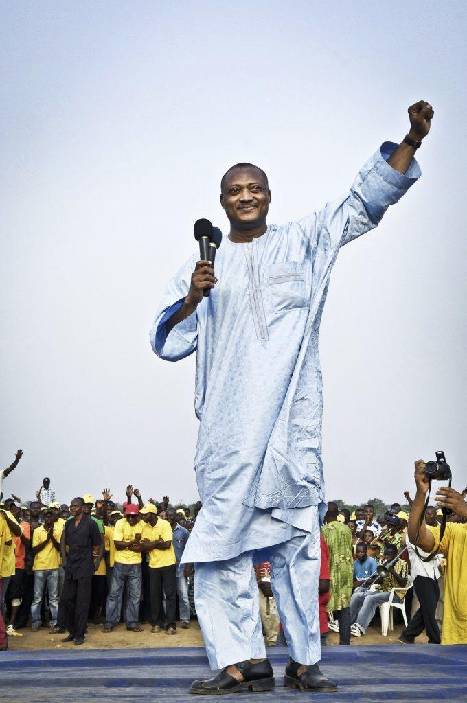 Jean-Pierre Fabre (Togo), candidat de l'Union des Forces de Changement (UFC) à la présidentce de la République, lors de la campagne électorale en février 2010. À la suite de divergences de vues avec son ex-mentor Gilchrist Olympio qui décida de se rallier au pouvoir après l'élection de Faure Gnassingbé, il crée l'Alliance Nationale pour le Changement (ANC) dont il est l'actuel président. A Lomé, le 7. 02.2010. © Vincent Fournier/JA