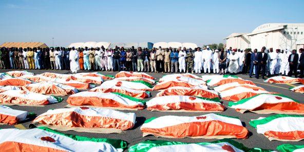 Cérémonie à la mémoire des soldats tués en décembre2019 à Inatès, au Niger. L'EIGS a revendiqué l'attaque.